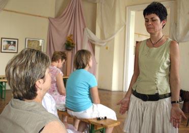 Dorogi tanárnő a hangjával gyógyít