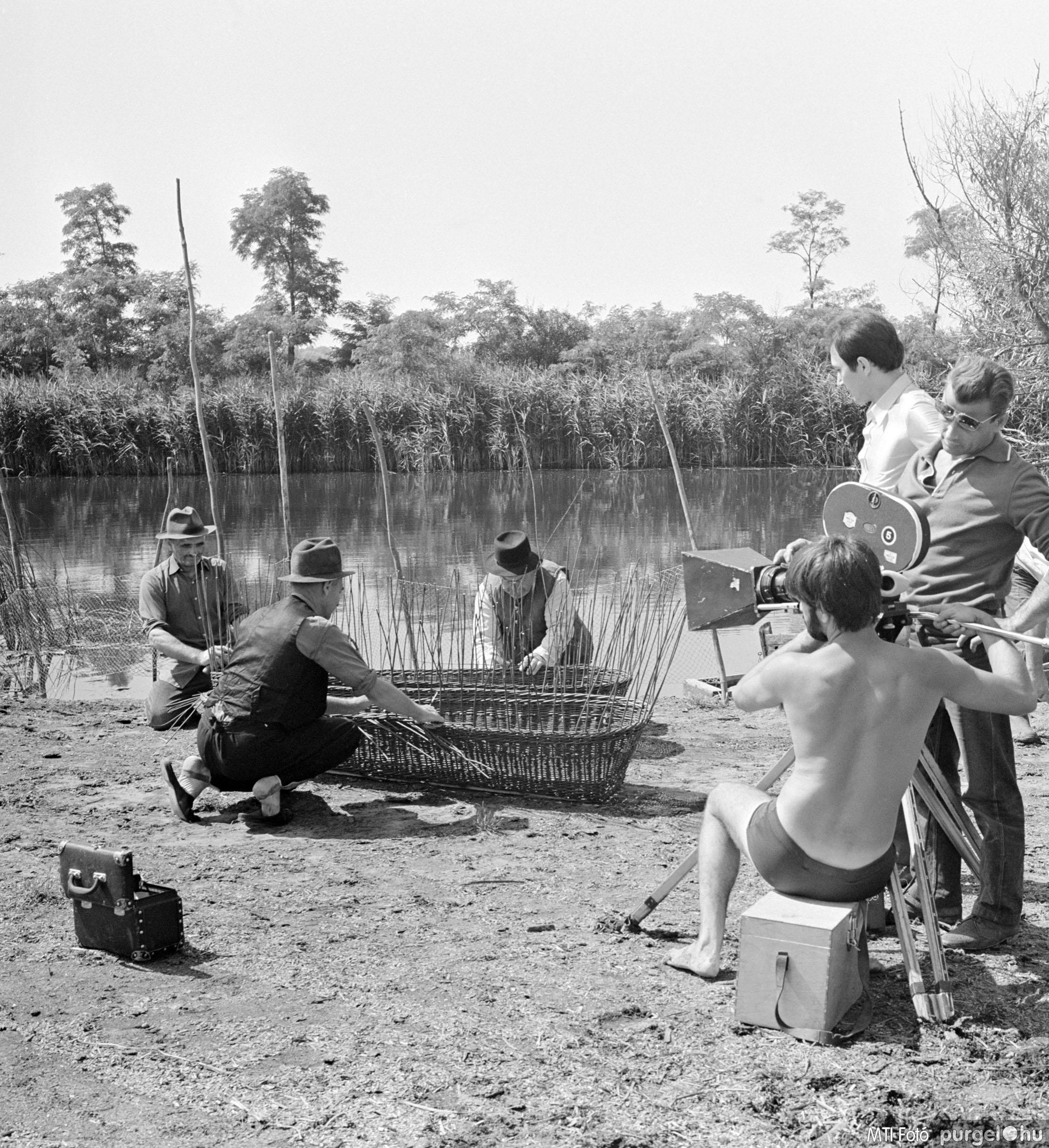 Fűzfavessző koporsó készítés III. Szegvár, 1970. július 3.