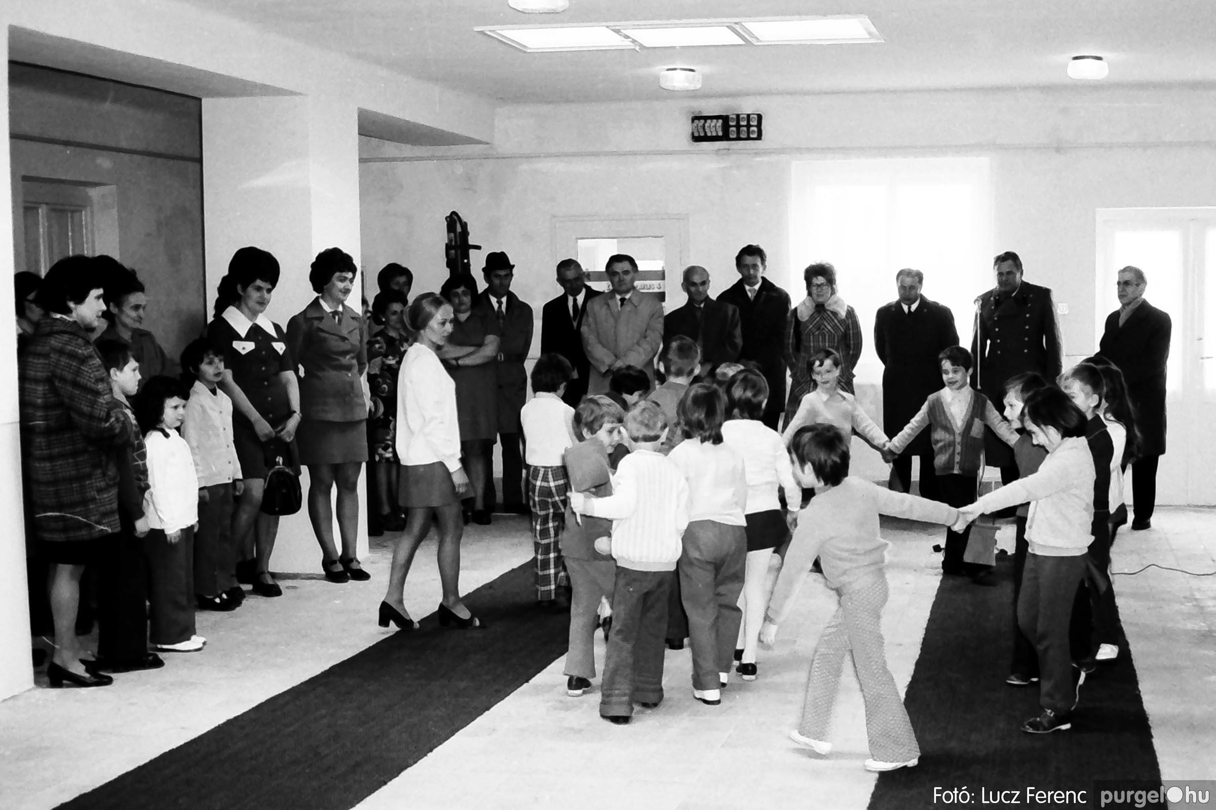 009 1975.04. Óvoda bővítés utáni átadási ünnepség 007 –